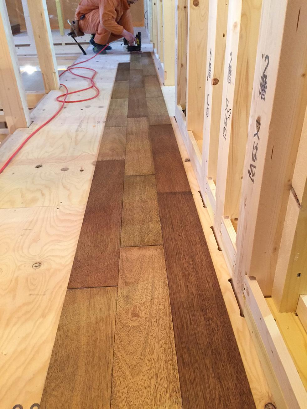 ラワン合板の床 施工